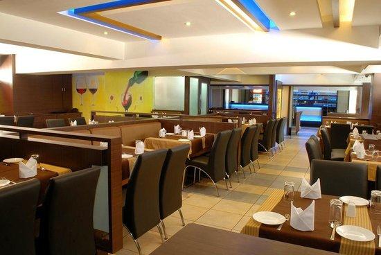 Hotel Silver Seven: Resto Bar