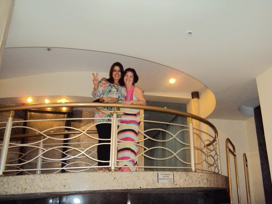 Hotel Guanabara:                   Eu e a mana indo para o baile.
