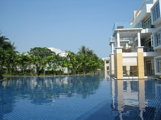 Blue Lagoon Resort Hua Hin:                   Pool view