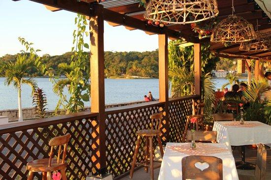 Hotel Casa Amelia: Restaurante con vista al lago