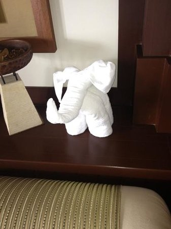 ‪منتجع Pangkor Laut Resort:                                     Towel elephant!
