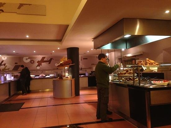 IntercityHotel Frankfurt Airport:                   buffet area