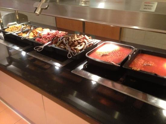 IntercityHotel Frankfurt Airport:                   sausages, beans, rostis