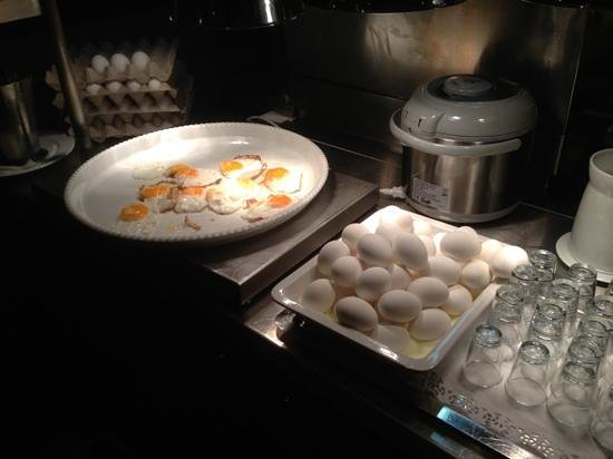 InterCityHotel Frankfurt Airport:                   boiled and fried eggs
