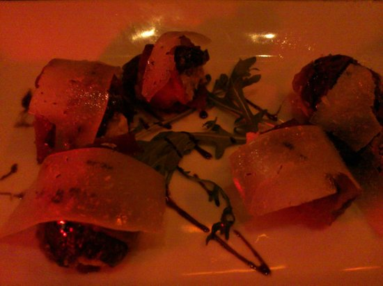 The Misfit Restaurant & Bar:                   アップでBacon wrapped dates