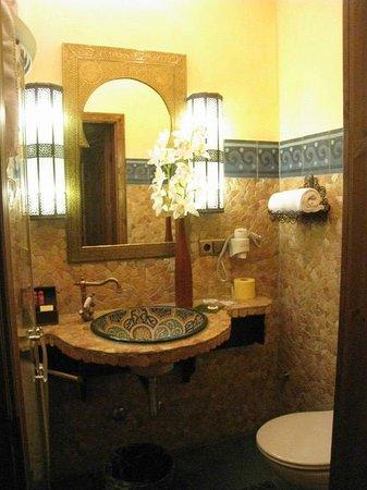 Hotel Villa Oriental:                   Badezimmer