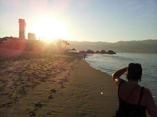 Emporio Acapulco Hotel:                                     the beautiful sunrise