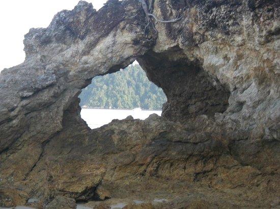Payam Cottage Resort:                   a little walk down the beach
