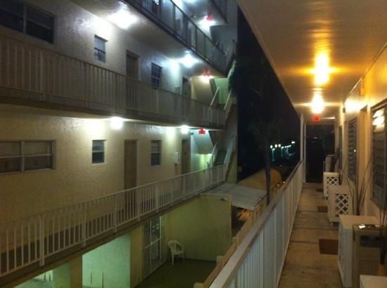 Bikini Hostel, Cafe & Beer Garden:                   esterno