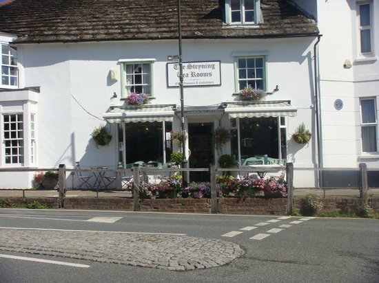 Steyning Tea Rooms: outside