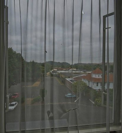 Rydges Rotorua:                   Ripped and dirty curtains
