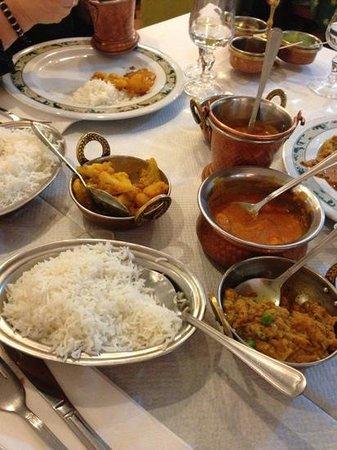 Taj Mahal :                   atmosfera e buon cibo indiano
