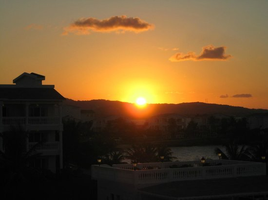 Grand Palladium Jamaica Resort & Spa:                                     Coucher de soleil depuis le bar