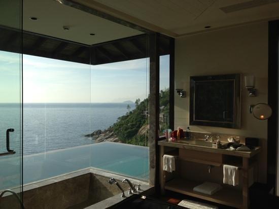 โฟร์ซีซั่นรีสอร์ท เซเชลส์:                   bathroom view