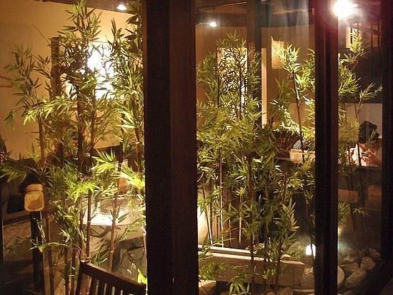 Hakata Hanamidori, Hakata Ekimae: Dining in a garden