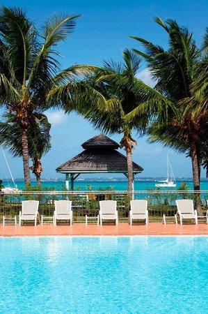 Le Domaine Beach Resort & Spa: Piscine Et Mer