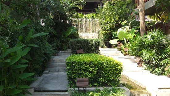 Baan Haad Ngam Boutique Resort & Villas:                   water fall, looked great when on
