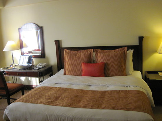 Diamond Hotel Philippines:                                     Superior king bed room