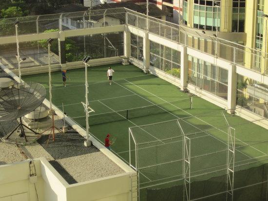 Diamond Hotel Philippines:                                     Tennis court