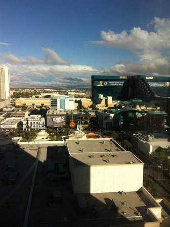 Monte Carlo Resort & Casino: View of the Strip
