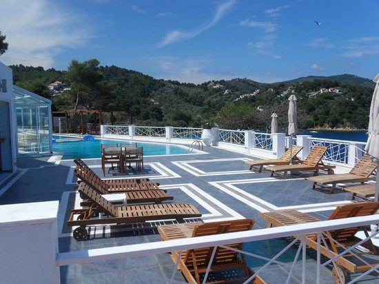 Cape Kanapitsa Hotel & Suites:                   Pool area