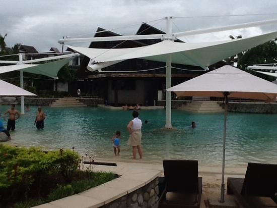 Radisson Blu Resort Fiji Denarau Island:                   main pool and swim up bar