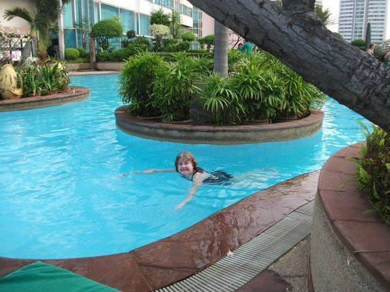 Hotel Windsor Suites & Convention Bangkok: Me in the pool.