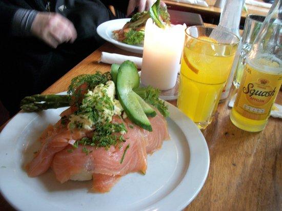 Hyttefadet :                   smorrebrod au saumon fumé