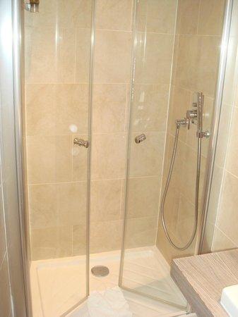 Hotel Doisy:                   Neues Badezimmer