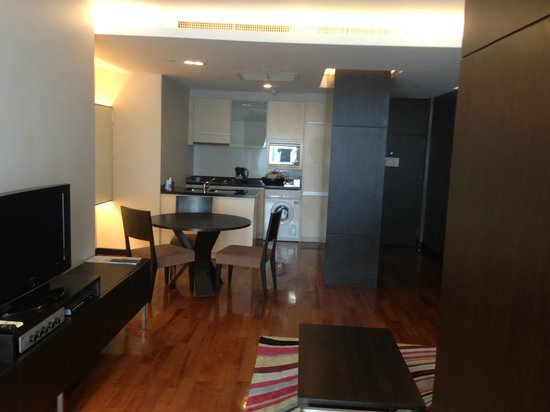 Fraser Suites Sukhumvit:                   Lounge room of suite