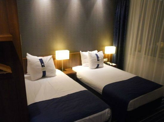 Holiday Inn Express Amsterdam-Schiphol: Twin bedroom