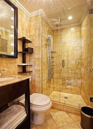 Flatiron Hotel: Bathroom