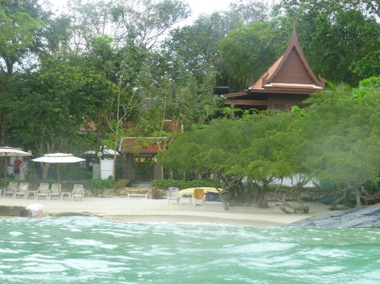 Banthaisangthain Resort:                   Hotel from the sea, as you will see located right by the beach