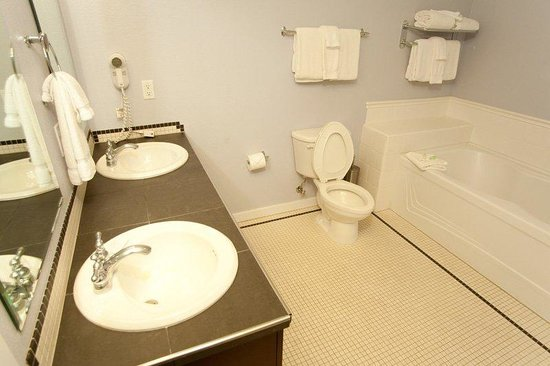 Center Village at Copper Mountain: Cirque Bathroom