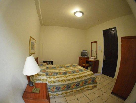 Hotel Plaza De Armas: Interior Room One Queen Bed