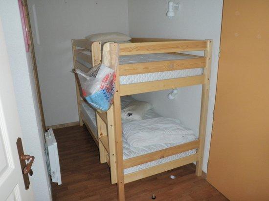 Hameau des Eaux d'Orelle:                   Bunk bed alcove