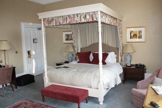 Hallmark Hotel The Welcombe:                   Superior bedroom (we were upgraded)