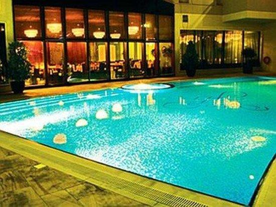 فندق فلورا بارك ديلوكس: Pool