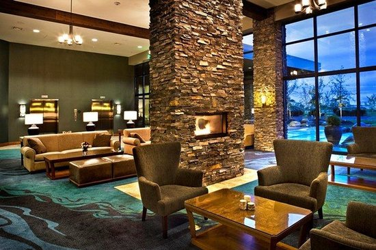 Swinomish Casino & Lodge: Sitting Room Lobby
