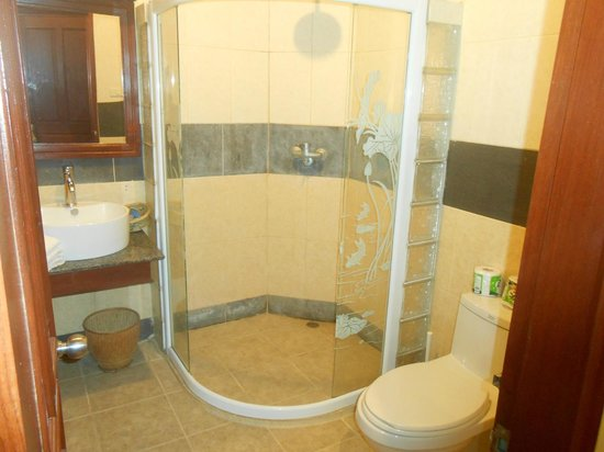Senesothxeun Hotel:                   Salle de bains