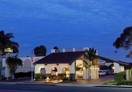 Days Inn & Suites - Sea World/Airport: Exterior