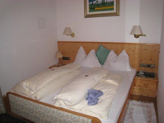 Hotel Serena:                   Room