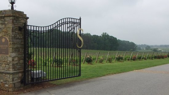 Dobson, Carolina del Norte:                   Shelton Vineyard Entrance