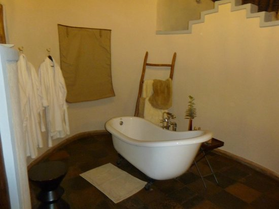Tawi Lodge:                   Our bath in cottage