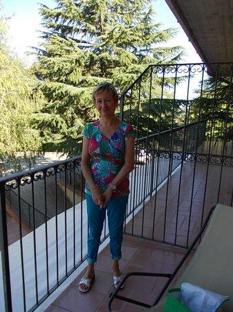 Hotel Villa Ambra: Terrasse latérale (vue entrée hôtel)