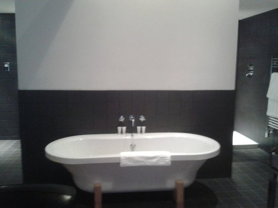 Milsoms Kesgrave Hall :                   Beautiful bath in Room 10