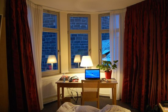 Hotel Victoria:                   My working desk for two days