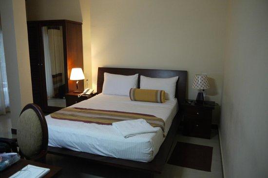 Serene Grand Hotel:                   Bedroom