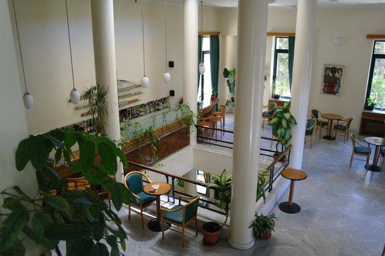 Avra City Hotel:                   Bar al primo piano