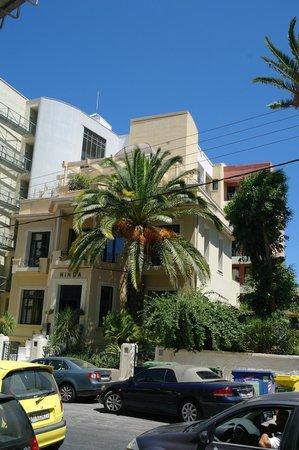 Avra City Hotel:                   .